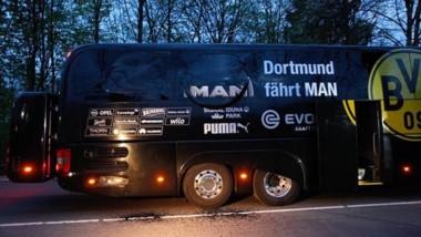 Así quedó el ómnibus del Borussia Dortmund tras las explosiones cuando iba al estadio para jugar ante Mónaco.