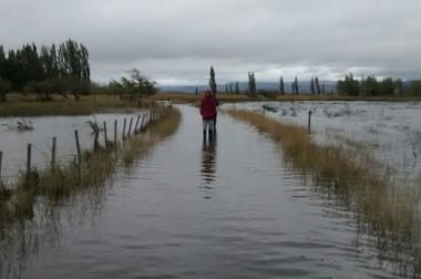 Inundados. Una postal de Sarmiento, donde el agua dañó severamente varias producciones.