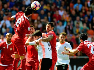 Sevilla se complica el tercer puesto al empatar en Valencia.