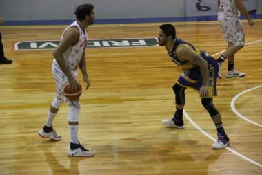 Atenas remontó un partido chivo, le ganó 68 a 65 a Rocamora y cerró la serie 3-2. (Foto: Prensa Atenas).