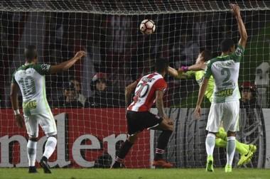 Tras dos derrotas, Estudiantes salió de pobre ante el mismísimo campeón Nacional.