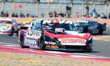 Rossi se adjudicó la carrera del TC en Olavarría.