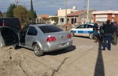 El procedimiento policial sucedió tras un asalto en el que le robaron el auto a un vecino en Trelew.