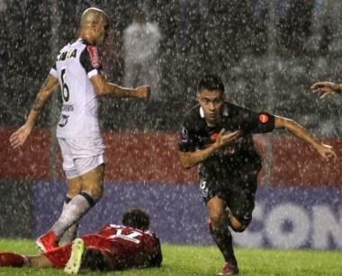Por el gol de Ángel Cardozo, Libertad consiguió una trabajosa victorias ante Mineiro por el Grupo 6.