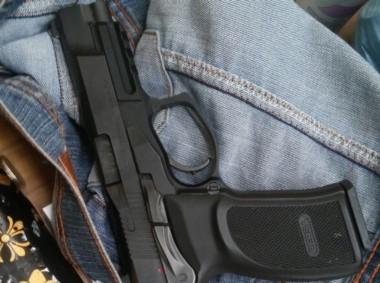 La mujer llevaba la pistola 9 mm robada a Flammia