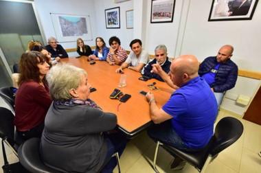 El intendente reunido junto a su equipo de trabajo para analizar los trabajos que se llevan adelante.