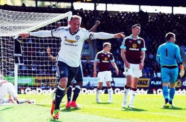 Rooney anotó uno de los goles en el triunfo del United.