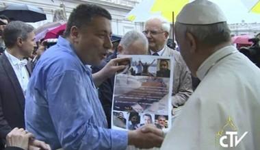 Pérez Battaglini fue saludado por el Papa en la Plaza del Vaticano.