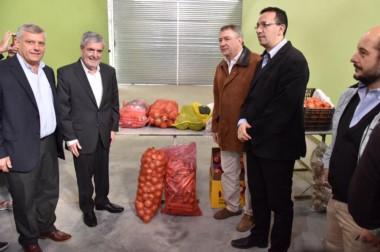 Yauhar fue invitado especialmente por el gobernador y su presencia llamó la atención a más de uno.
