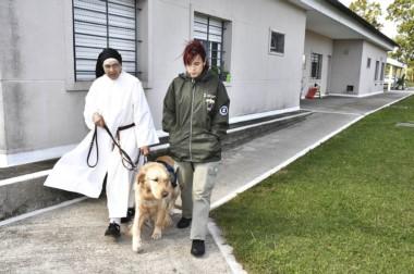 La monja Pauline Quinn  fue la encargada de entregar la perra Eva a la joven Evelyn Brugnoli.
