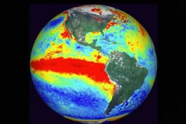 La zona en rojo muestra la corriente de aguas cálidas que llegan a la costa del Pacífico sudamericano, provocando gran acumulación de vapor de agua con la consiguiente formación de fuertes lluvias.
