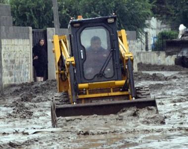 Daños. En la ciudad petrolera, el municipio y Provincia siguen trabajando para la reconstrucción.