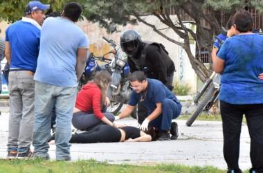 Momentos desesperantes se vivieron tras el ataque a balazos. La Policía de Trelew intervino inmediatamente. (Foto Julio Arrative)