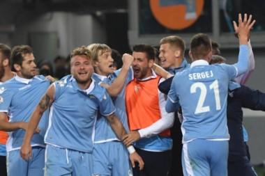 El equipo del argentino Biglia clasificó a la final de la Copa Italia.