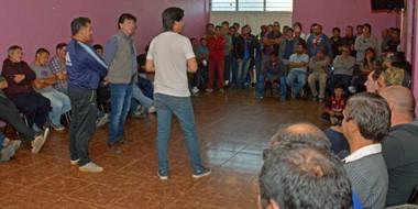 Los 103 trabajadores del rubro de hilandería estuvieron en la asamblea para analizar el estado de situación.