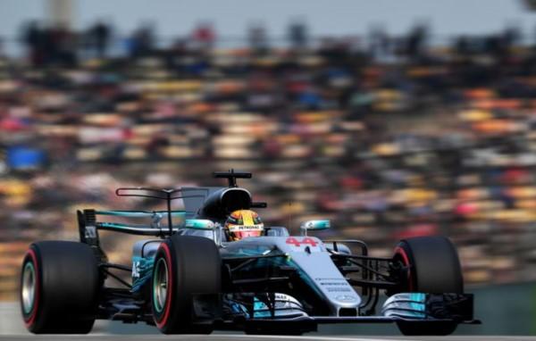 Hamilton logra su sexta pole consecutiva en Shanghai con un crono de 1 minuto, 31 segundos.