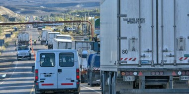 El corte de la Ruta en la salida de Trelew hacia Comodoro Rivadavia, a la altura del intercambiador.