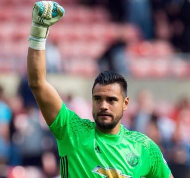 Romero fue titular por primera vez y terminó con la valla invicta del Manchester United.
