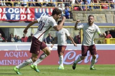 """""""Fede"""" Fazio festeja su gol. Roma se afianza con el triunfo como único escolta de Juventus."""