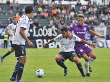 Independiente Rivadavia fue más pero no pudo con Ferro en Mendoza.