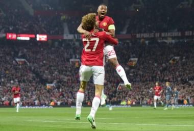 Fellaini anotó el tanto en el empate que le dio la clasificación al United.
