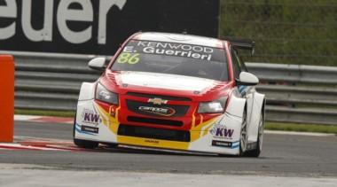 Guerrieri llegó 6º en las dos carreras del WTCC en Hungría. Girolami fue 4º en la primera y abandonó en la segunda.