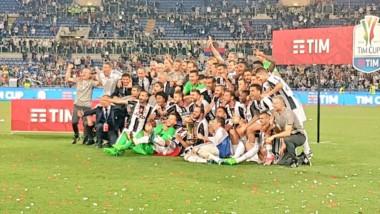 Juventus va por la triple corona. Ya se adjudicó la Copa Italia y quiere el Calcio y la Champions.