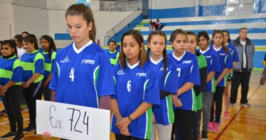 Los planteles de Handball de las escuelas de la zona participaron ayer del acto inaugural de los Juegos Evita.