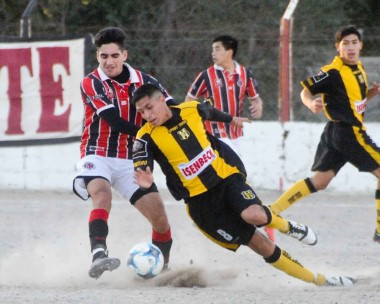 En caída. Deportivo Madryn quedó en el anteúltimo puesto de la Zona 2. Por su parte, Alumni ingresó a zona de clasificación a cuartos de final.