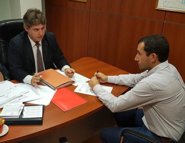 Dúo. Simionati recibió en su despacho al presidente de la Cooperativa.