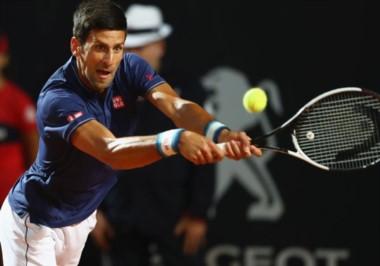 La lluvia hizo su aparición: Se suspendió el partido cuando Djokovic ganaba 6-1,1-2.