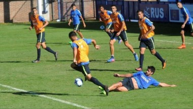 Polémica en la práctica de Boca: Guillermo echó a Pablo Pérez por una tremenda patada a un juvenil.