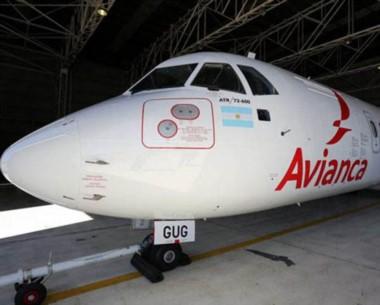 Los aviones ATR 72-600 esperan el inicio de los vuelos.