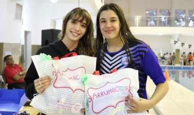 Las nadadoras capitalinas Julieta Lema y María José Hildebrandt.