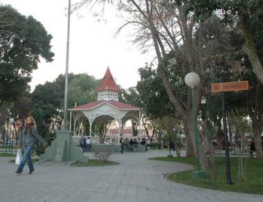"""Las plazas de  Trelew contarán conla figura del """"cuidador""""."""