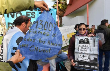 Yoko Ono y Lennon. Los miembros de las Asambleas Ciudadanas aprovecharon para manifestarse.