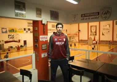 Gustavo Maranguello, como en su casa. Lleva 8 temporadas jugando para Huracán y es el jugador con más presencias en la historia del club.