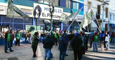 """""""Se creen los dueños de la calle"""", aseguraron los comerciantes que se ven afectados por la protesta."""
