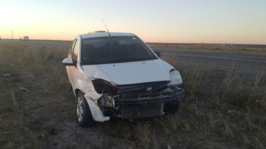 El Ford Focus habría sufrido un desperfecto antes del impacto (foto @c7chubut)
