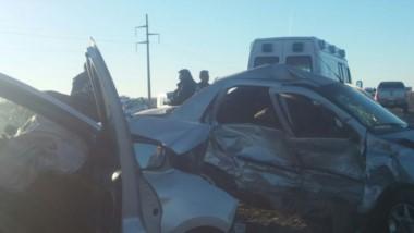 Los autos sufrieron daños de magnitud en el choque (foto @TropicalRawson)