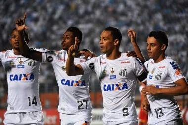 En un partidazo en Brasil, Santos derrotó 3-2 a Santa Fe y es único líder del Grupo 2.