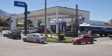 La estación de servicio pertenece a Oscar Bestene y se sitúa en la céntrica esquina de Ameghino y Fontana.