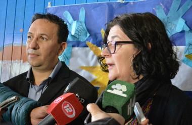 El intendente Adrián Maderna y la directora de NICADPI, Liliana Sauter, en diálogo con la prensa.