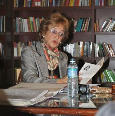 Cecilia Glanzmann, integrante del Grupo  Literario  Encuentro.