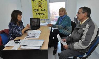Ana Amato, Hugo Ibáñez y  Mafalda Mossello ayer en el municipio.