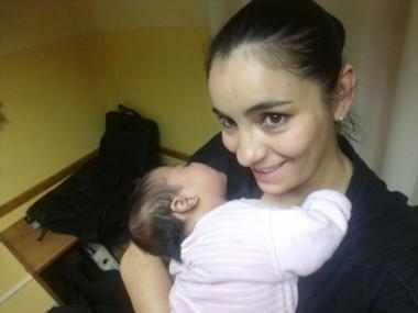 La policía también tiene una beba de 11 meses (foto @JefPolicia)