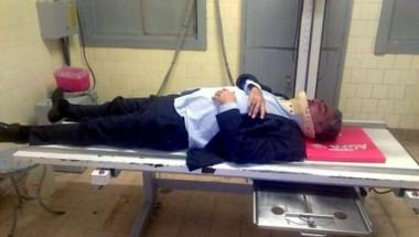 Imagen que se difundió del letrado en una camilla y con cuello ortopédico.