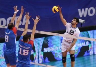 Argentina ilusionó en Córdoba pero Serbia fue más en el tie-break.
