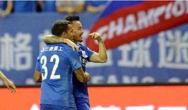 Shanghai Shenhua igualó 2-2 ante Chongqing Lifan con una asistencia de Tevez. El equipo del Apache está 12° (de 16) en la tabla.