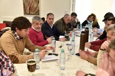 El gobernador reunió a ministros y subsecretarios para evaluar las medidas de emergencia.